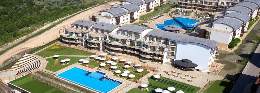 """Ваканционно селище """"Topola Skies Golf & Spa resort"""""""